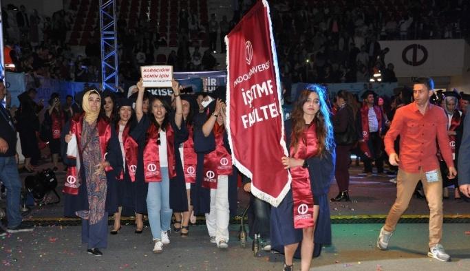 Açıköğretim Fakültesinde mezuniyet coşkusu