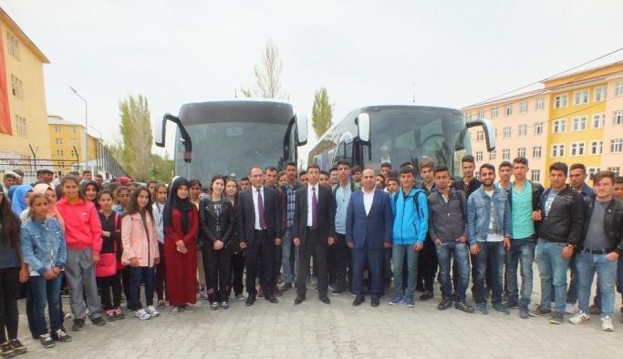 Alparslan'ın diyarında yaşayan 80 öğrenci, Fatih'in diyarını görmek için yola çıktılar