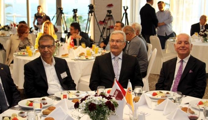 Deniz Baykal'dan Kılıçdaroğlu'na 'adaylık' çağrısı
