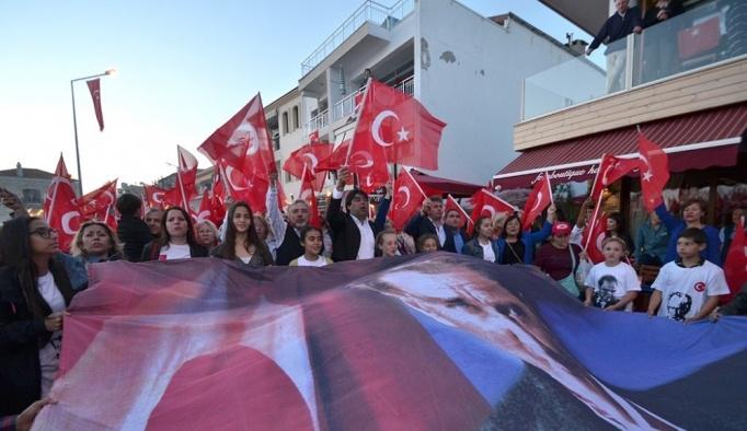 Foça'dan 'Biz Atatürk gençleriyiz' haykırışı