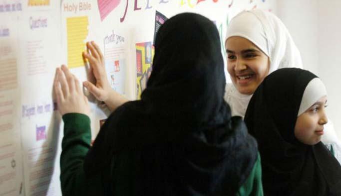 İngiltere'de Müslümanlar hedefte: MI5'e göre 23 bini terörist!