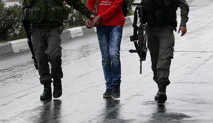 İsrail askerleri Filistinli bir çocuğu ağır yaraladı
