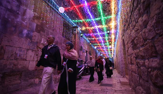 Kudüs Ramazan'a rengarenk ışıl ışıl merhaba dedi