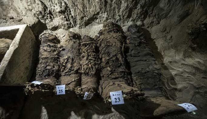 Mısır mezarlığında 17 mumya