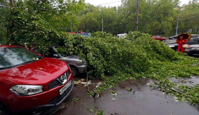 Moskova'da fırtına ölüm ve yaralanmalara neden oldu