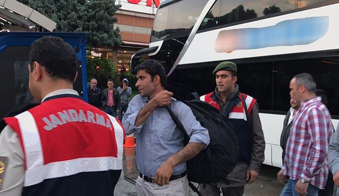 Umut yolcularını dinlenme tesisine terk edip kaçtılar