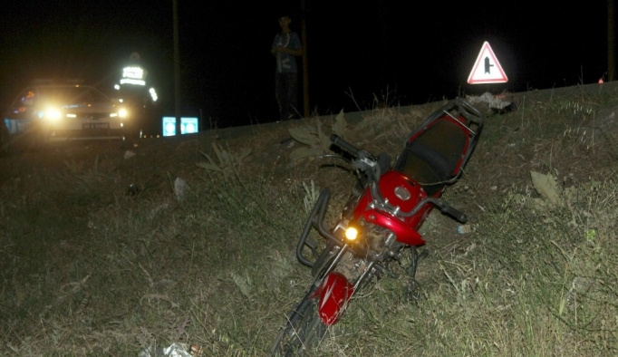 Otomobil motosiklete çarpıp kaçtı: 1 ölü