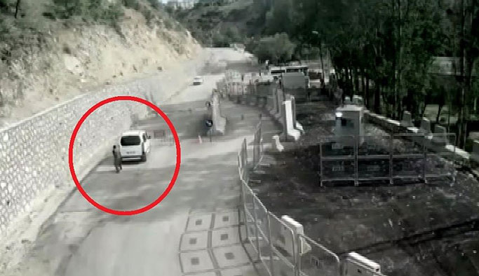 Polis noktasına yapılan intihar saldırısı kamerada