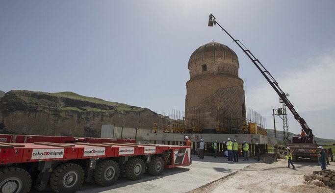 Türkiye'de bir ilk: Tarihi türbe böyle taşındı