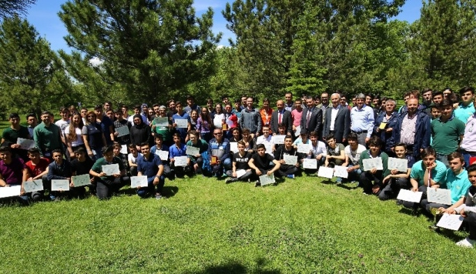 TEİ ikinci mezunlarına sertifikalarını verdi