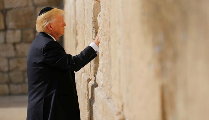 Trump ağlama duvarında tek başına