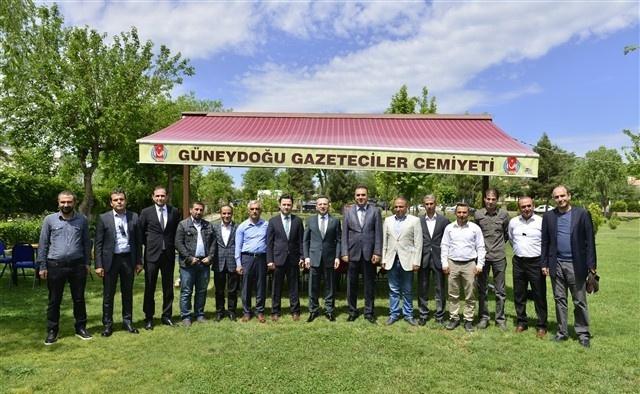 Vali Aksoy gazetecilerle bir araya geldi