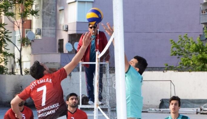 Voleybol turnuvasında şampiyon Lapseki Belediyesi oldu