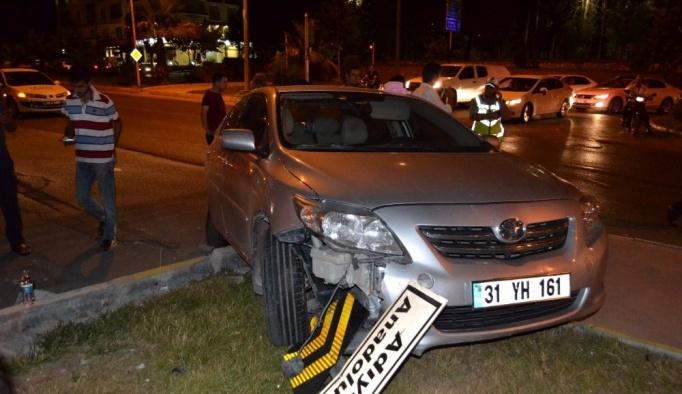 Adıyaman'da 2 otomobil çarpıştı 3 yaralı
