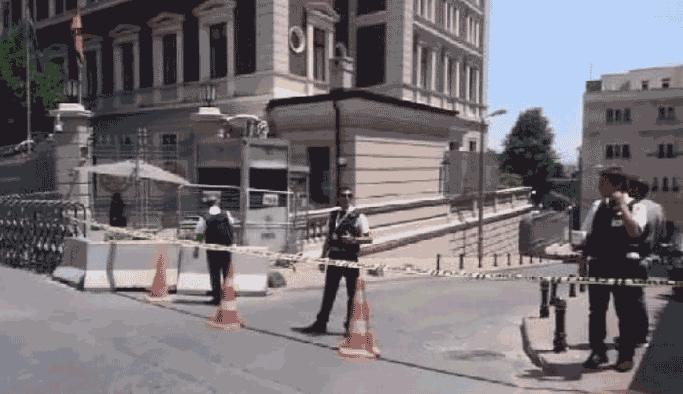 Alman Konsolosluğu önünde şüpheli paket alarmı