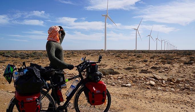Altı aydır Afrika'yı bisikletle dolaşıyor