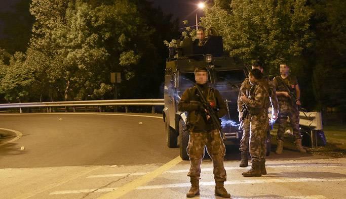 Şüpheli araçtan ateş açan şahıslar, polisi alarma geçirdi