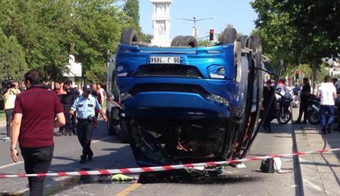 Ankara'da minibüs ile otomobil çarpıştı: Çok sayıda yaralı var