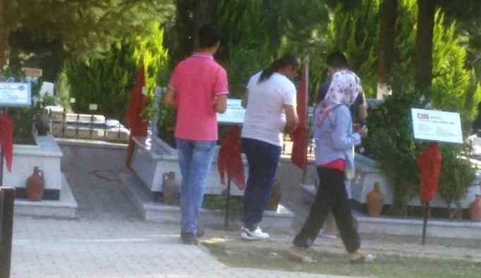 Aydın'daki mezarlıklarda ziyaretçi yoğunluğu