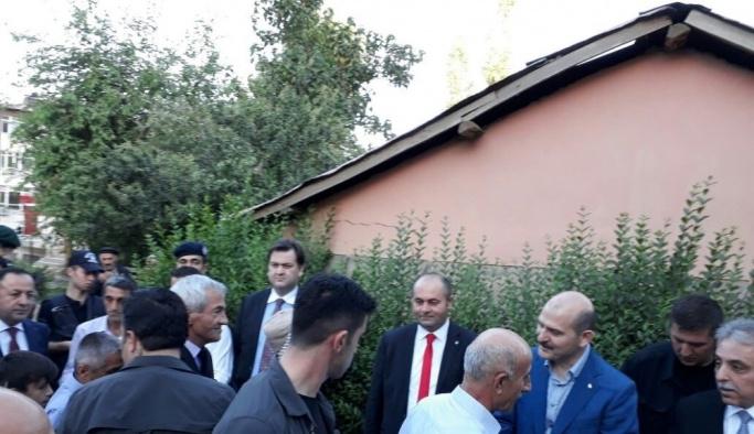Bakan Soylu bayram namazını sınırın sıfır noktası Çukurca ilçesinde kıldı