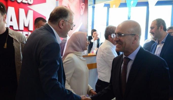Başbakan Yardımcısı Şimşek ve milletvekilleri, partililer ve vatandaşlarla bayramlaştı