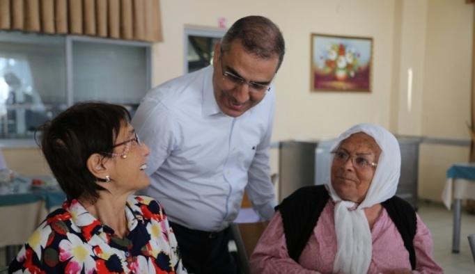 Başkan Çelikcan yaşlılar ve çocuklar ile bayramlaştı