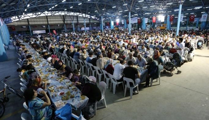 Büyükşehir'den Fatih Mahallesi'ne iftar sofrası