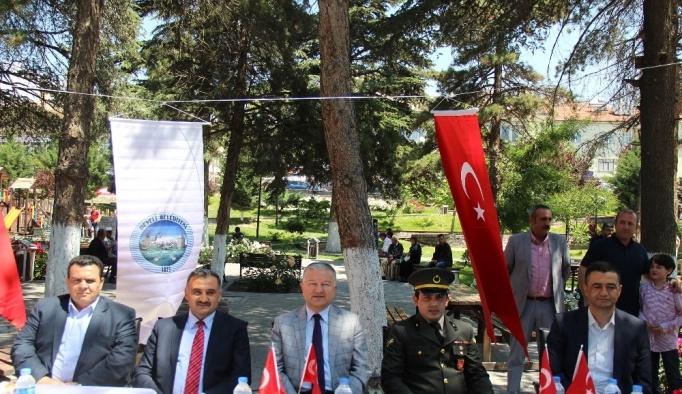 Develi'de bayramlaşma Cumhuriyet Meydanı'nda yapıldı