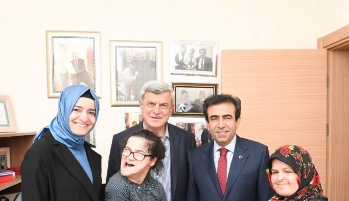 Engelli Gülşah'a Bakan Betül Sayan Kaya'dan sürpriz ziyaret