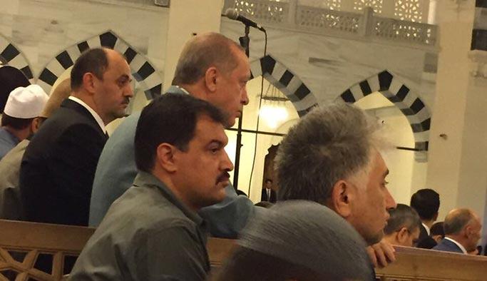 Erdoğan İstanbul'da, Kılıçdaroğlu Bolu'da namaza gitti
