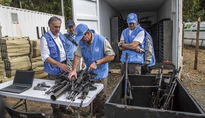 FARC silahları böyle teslim etti - FOTO