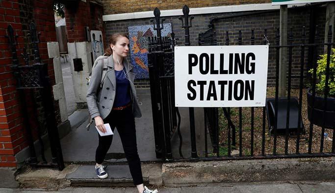 İngilizler erken seçim için sandık başında