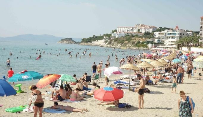 Kuşadası'nda arife günü sahiller doldu