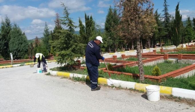 Mezarlıklar bayram temizliği