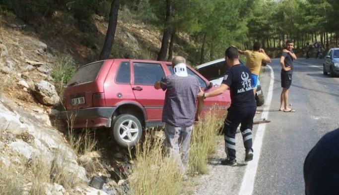 Milas'ta yola dökülen yağ kazaya neden oldu