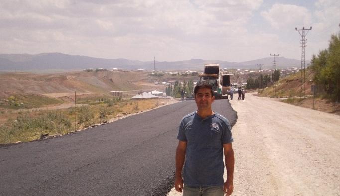 Özalp ilçesinde yol asfaltlama çalışması