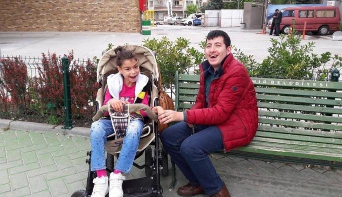 Spastik engelli çocuğa bayram hediyesi