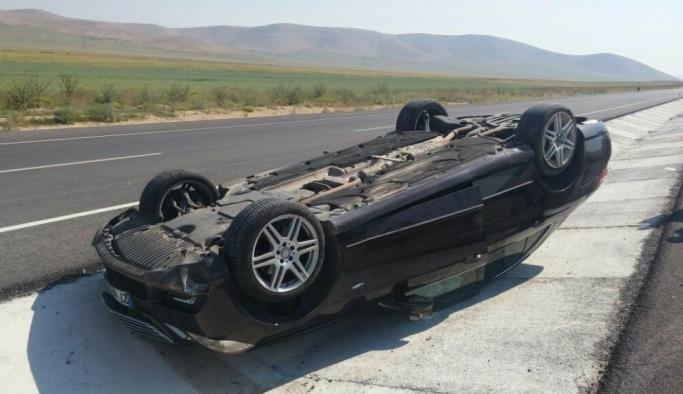 Takla atan otomobildeki üç yaşındaki çocuk öldü, 4 kişi yaralandı