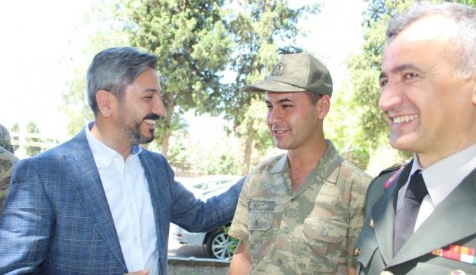 TBMM Başkan Vekili Aydın'ın telefonundan eşiyle görüşen askere büyük sürpriz