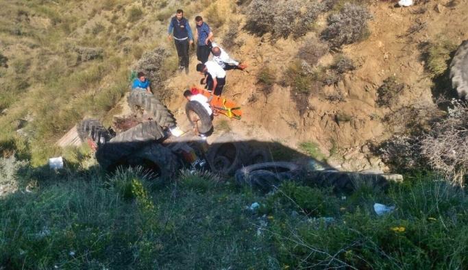 Traktör şarampole uçtu : 3 yaralı