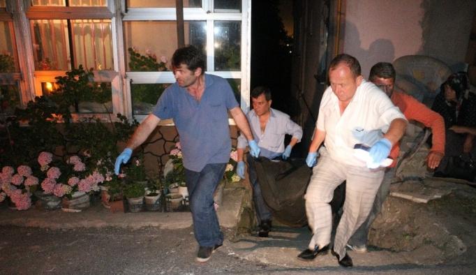 Yaşlı adam evinde, bekçi ise iş yerinde ölü bulundu