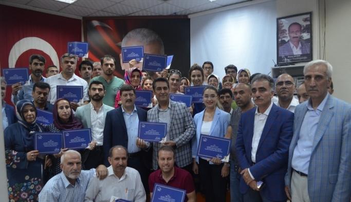 AK Parti siyaset akademisinde başarılı olanlara sertifikaları verildi