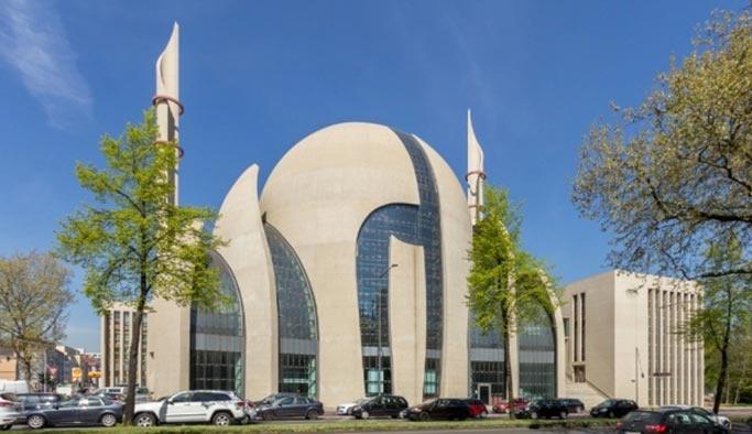 Almanya camileri FETÖ'ye teslim etmek istiyor iddiası