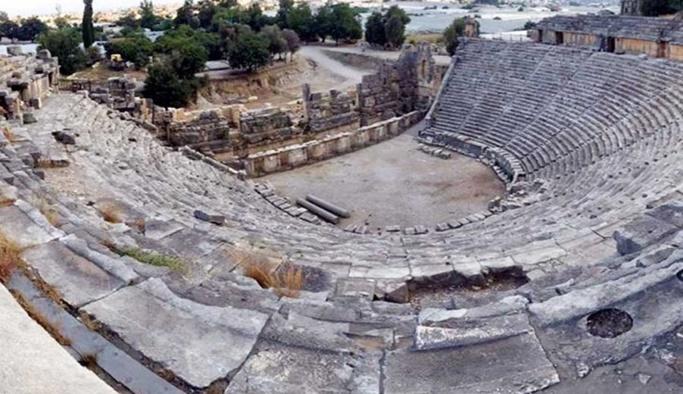 Antik tiyatro restore edilecek