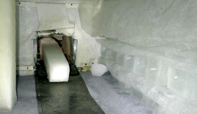 Aşırı sıcaklar buz fabrikalarının işine yaradı