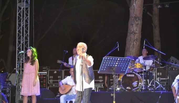 Ayvalık'ta Edip Akbayram rüzgârı esti