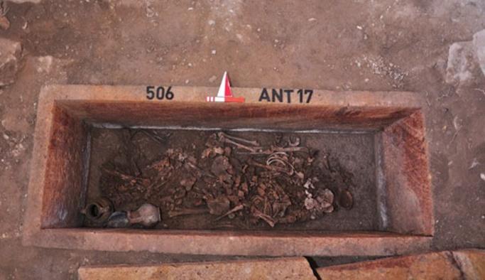 Balıkesir'de 2500 yıllık mezar açıldı