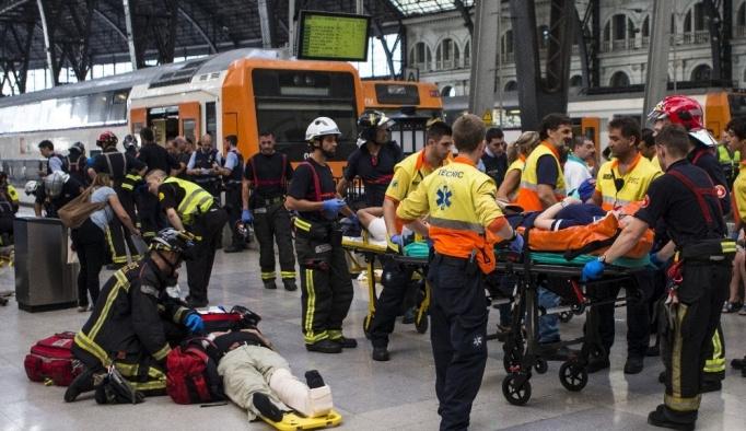 Barcelona'da tren kazası: 48 yaralı