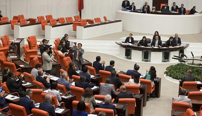 CHP'den Meclisi terk etmeme eylemi