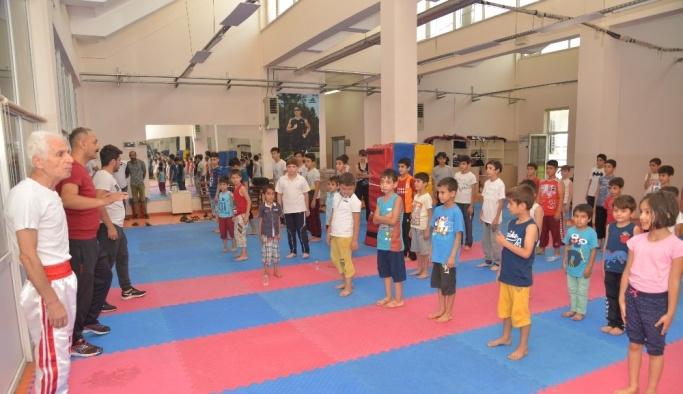 Çocuklar tatilin keyfini yaz spor okullarında çıkarıyor
